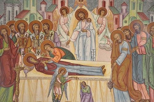 Η μνήμη της Κοιμήσεως της Θεοτόκου είναι στολισμένη με θεϊκή δόξα και χάρη.