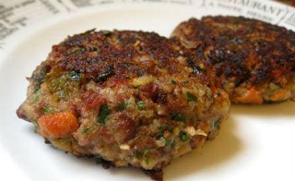 Μπιφτέκια λαχανικών με αρακά και πατάτα.