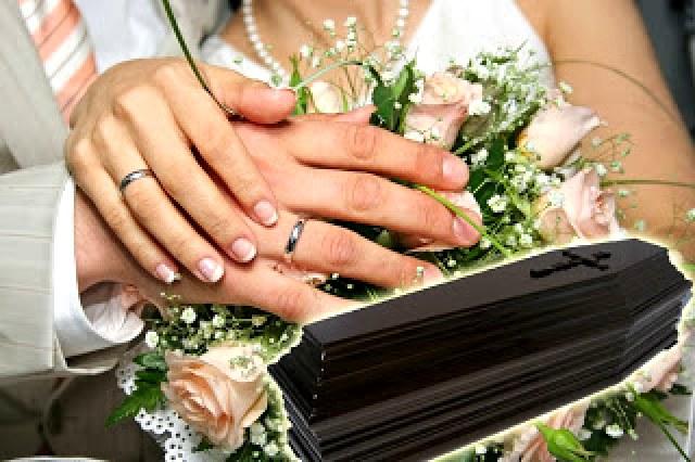 Όταν συμπέσει κηδεία μέσα στο σπίτι που ετοιμάζεται για γάμο, τί γίνεται;
