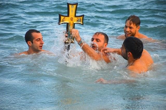 Στην Κεφαλονιά, η τρίτη μεγάλη γιορτή του δωδεκαημέρου είναι τα Θεοφάνεια.