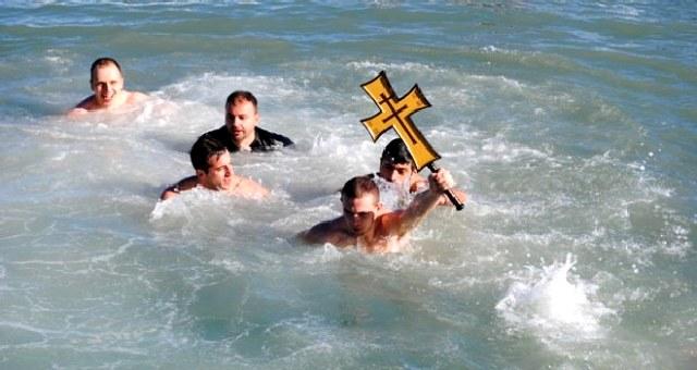 Κρητικά έθιμα και παραδόσεις των Θεοφανείων.