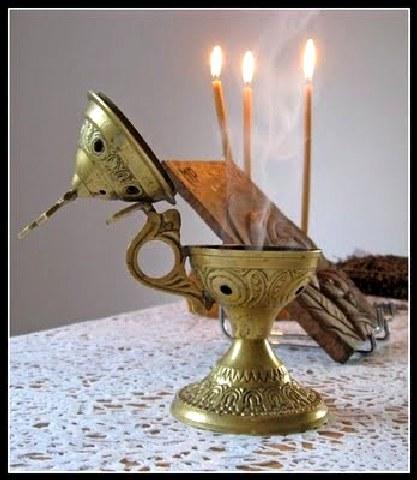 Λιβανίζουμε το σπίτι για να μας προστατεύει ο Θεός, η Παναγιά μας και οι Άγιοί μας.