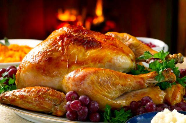 Γαλοπούλα ή κοτόπουλο στο φούρνο.