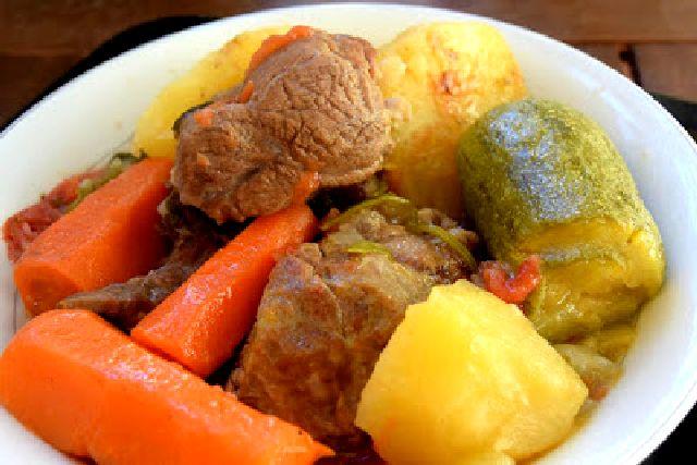 Μοσχαράκι με λαχανικά.