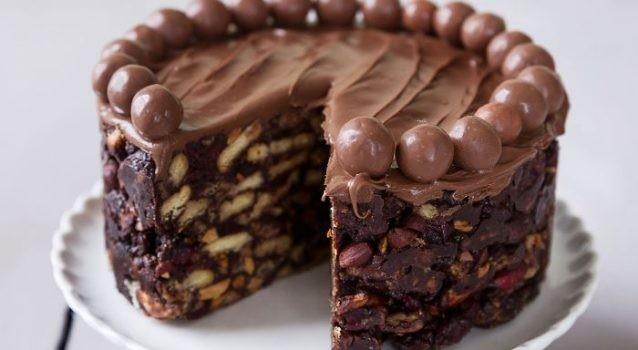 Σοκολατένια τούρτα - Ένα λαχταριστό γλυκό για τους λάτρεις της σοκολάτας και όχι μόνο