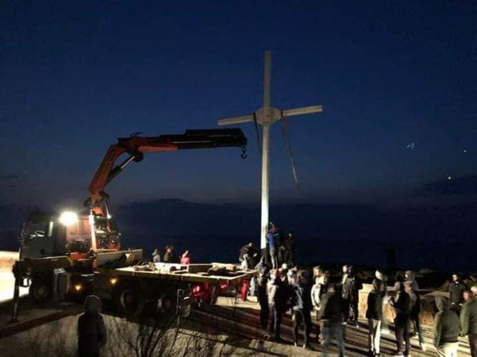 Χάνεται η Ορθοδοξία – Βουλευτής ΣΥΡΙΖΑ: «Επικίνδυνη αυθαιρεσία ο Σταυρός στην ακτή Απελή»