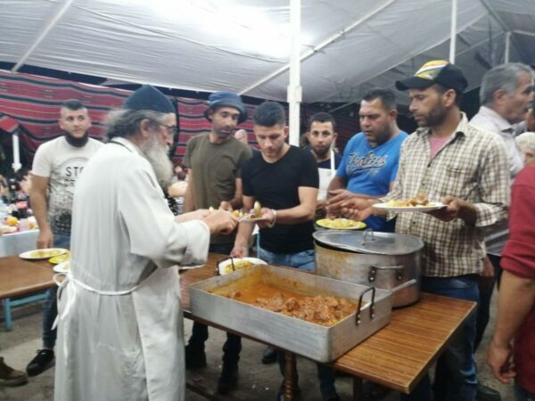 Ο Γέροντας της ερήμου που μοίρασε χιλιάδες μερίδες φαγητού