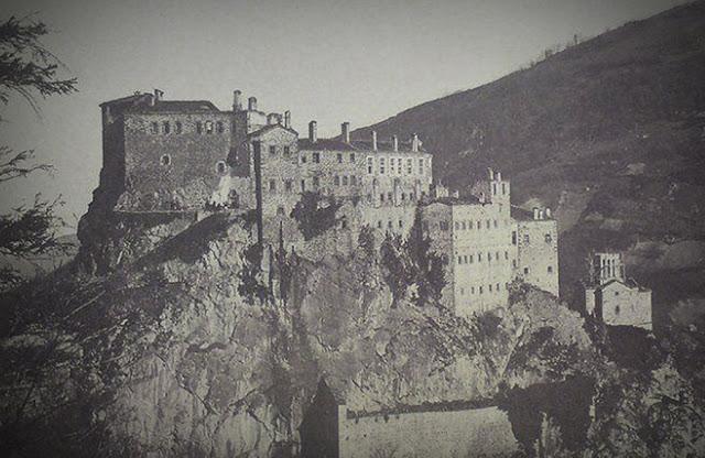 Η Ιερά Μονή του Αγίου Γεωργίου Περιστερεώτα ιδρύθηκε το 752 μ.Χ. στο όρος Πυργί στην περιοχή Γαλλίαινα της Ματσούκας, 30 χλμ. Ν.Α. από την Τραπεζούντα.
