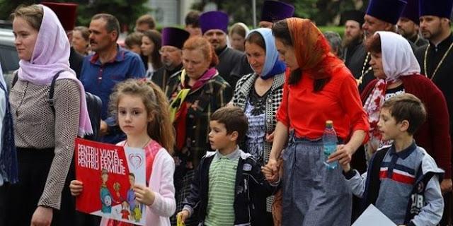 Αυτή ήταν παρέλαση περηφάνιας! Χιλιάδες Ορθόδοξοι Μολδαβοί στους δρόμους κόντρα στην ανηθικότητα και την παρακμή (Βίντεο)