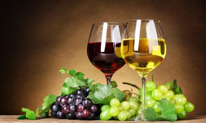 Λευκό ή κόκκινο κρασί; Τι προσφέρει το καθένα στην υγεία σας