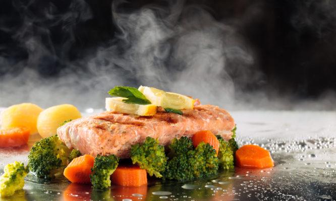 Καύσωνας : Τι να τρώτε για να αντέξετε τη ζέστη