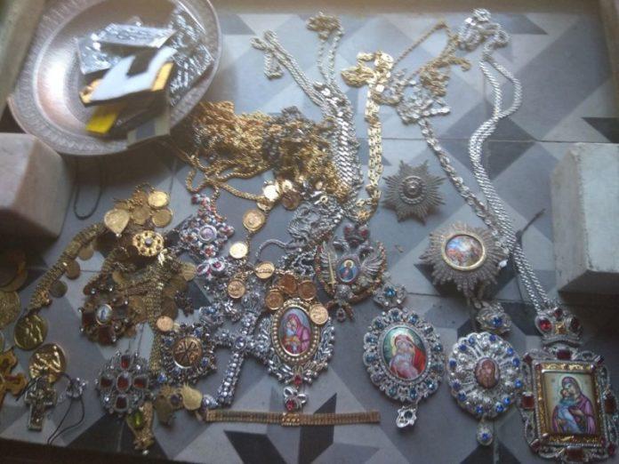 Έκτακτο : Τα κλοπιμαία και η ανακοίνωση της ΕΛ.ΑΣ. για τον ιερόσυλο που έκλεψε τάματα από Μονή του Αγίου Όρους (Φώτο)
