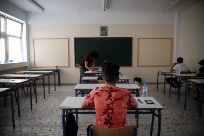 Πανελλαδικές εξετάσεις : Το μέλλον της Δημοκρατίας, το θέμα της Νέας Ελληνικής Γλώσσας