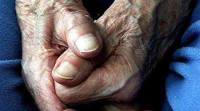 Συγκλονιστικό : Τα χέρια που αγαπούν...
