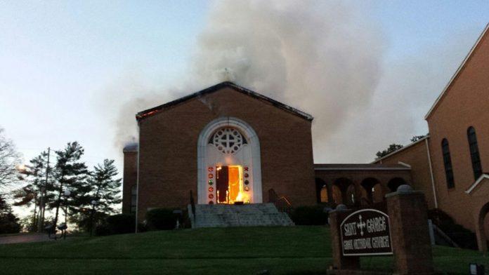 4 χρόνια μετά την καταστροφική πυρκαγιά, ο Ι.Ν. Αγίου Γεωργίου στο Νόξβιλ άνοιξε και πάλι